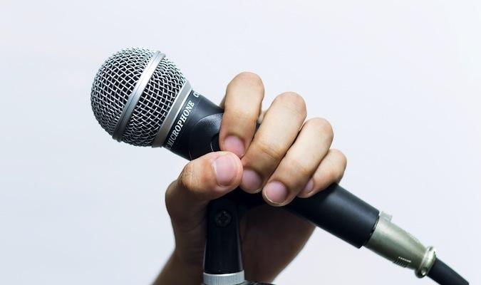 mic&hand